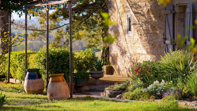 Une maison avec jardin, dans le Quercy.