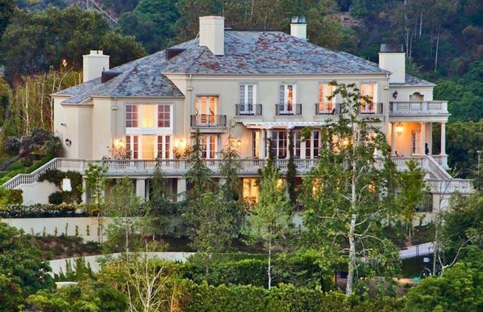 Le premier achat immobilier à Bel-Air (Los Angeles) d'Elon Musk: cette maison de style colonial