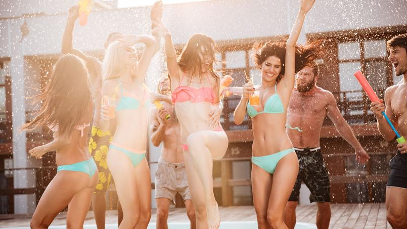 Deux locataires transforment leur appartement en piscine pour une fête