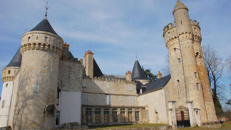 Vue du château médiéval de Grossouvre.