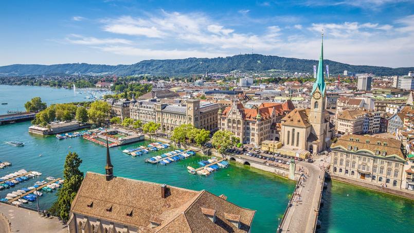 Vista aérea do centro histórico da cidade de Zurique.