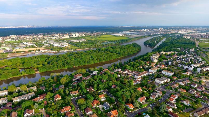 Vue aérienne d'un quartier résidentiel à Andrésy, dans les Yvelines.
