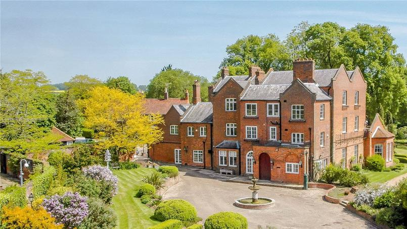 Rupert Grint Selling His 18th Century Mansion For £6 Million - UK