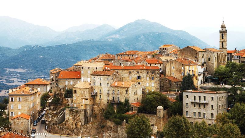 Vue générale du village de Sartène (Corse-du-Sud).