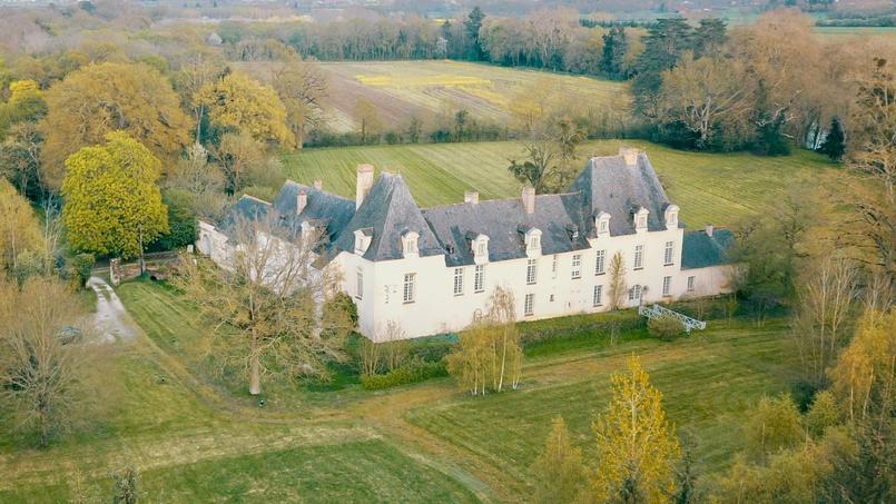 Situé près de Rennes, ce château du 17e siècle a été entièrement rénové pour notamment accueillir une entreprise et ses salariés.