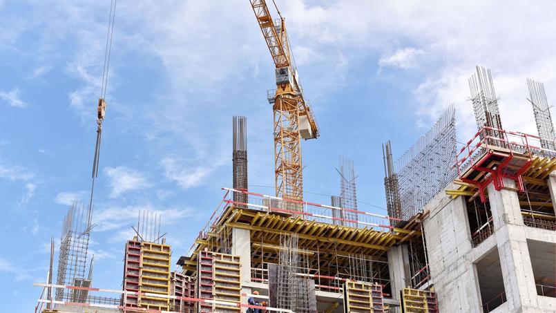 Si les mises en chantier affichent un timide rebond, les permis de construire continuent leur chute