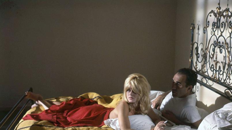 Brigitte Bardot et Michel Piccoli au lit dans le Mépris.