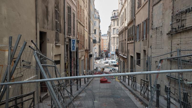 Des immeubles évacués rue d'Aubagne à Marseille après l'effondrement d'autres bâtiments.