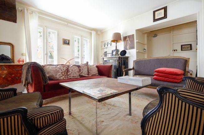L'appartement se compose de deux niveaux: 42 m² au rez-de-chaussée et 37 m² au 1er étage.