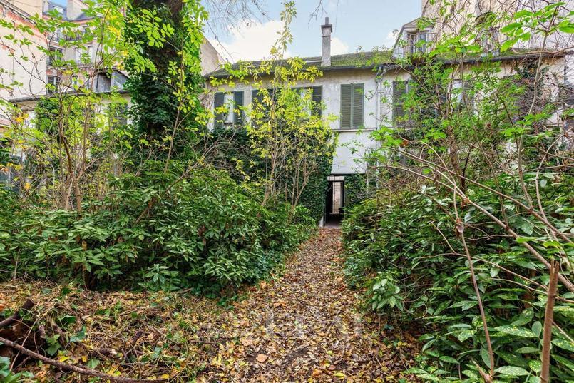 Cette maison de campagne et son parc au coeur de Paris suscitent la convoitise