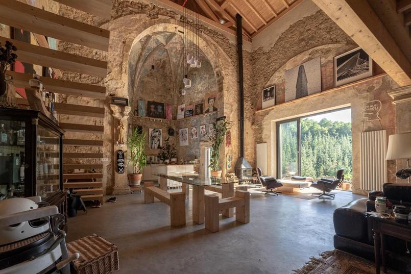 Cette église du 16e siècle est devenue un superbe loft rural