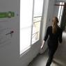 La société Camelot inspecte chaque mois les bâtiments, contrôle leur état, vérifie les consommations des résidents temporaires et envoie un rapport au propriétaire sur l'état du bien.