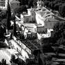 La vue panoramique de la villa Leopolda embrasse la mer Méditerranée toute entière. Le roi des Belges Leopold II l'avait acquise pour une bouchée de pain, au XIXe siècle.