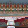Détail des peintures de la façade du monastère.