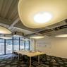 Les «pétales» développés par l'architecte Odile Decq diffusent la lumière et absorbent les sons.