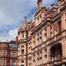 Le fondateur de Zara dispose également d'immeubles de bureaux dans le quartier très coté de Mayfair, à Londres.