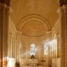 Le choeur et l'abside, à l'issue des travaux de restauration : d'une grande pureté architecturale, ils ont retrouvé leur aspect d'origine.