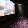 Une pièce de la villa a été transformée en salle de cinéma.