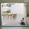 Une grande ouverture côté sude apporte de la profondeur à la pièce à vivre et permet au complexe de respirer. ©Audrey Cerdan
