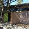 Les espaces de vie de la maison sont ouverts et donnent accès au jardin de plain-pied.