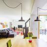 Le salon est probablment la pièce à vivre la plus agréable, avec un accès direct à la terrasse et au jardin.