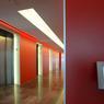 Cette installation dans une tour de bureaux à Lyon Part Dieu semble classique. Elle cache deux cabines circulant dans la même gaine d'ascenseur, multipliant le nombre de personnes transportées.