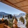 À Gstaad, un chalet de 760 m² alliant charme alpin classique et commodités modernes.