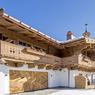 Cette résidence de style champêtre située à Kitzbühel propose 380 mètres carrés habitables et est actuellement sur le marché pour 11,5 millions d'euros.