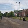 Ici, les maisons ont déjà été rénovées mais le revêtement des rues, pas encore.