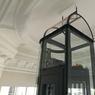 Un ascenseur «lanterne» a été créé pour ne pas détonner dans le cadre élégant d'un hôtel particulier parisien. Trophée de la catégorie «Architecture et intégration urbaine».