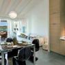 Cet appartement de 50 m² avec une chambre dans un resort avec piscine, à 300 mètres de la plage, est en vente pour 1,4 million d'euros.