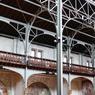 Notre-Dame du Travail dans le 14e arrondissement de Paris. Achevée en 1902, elle se distingue utilisation par son armature métallique innovante et sa charpente en poutrelles apparentes.