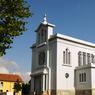 L'église Sainte-Barbe de Crusnes, en Meurthe-et-Moselle, est une construction Art Déco de 1930 entièrement métallique pour rendre hommage aux mineurs de fer.