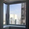 Vue d'un appartement depuis une des fenêtres d'angle, où l'on aperçoit les deux tours voisines.