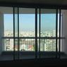 Vue que livre un balcon d'un logement situé au 25e étage de la Tour Prélude.