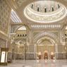 Le Hall principal du palais est paré de feuilles d'or, des mosaïques à son plafond, en passant par les murs richement décorés.