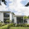 À l'image de l'architecture japonnaise cette maison est fragmentée en niveaux du côté du Vésinet (78).