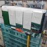 À l'occasion des travaux, l'immeuble a été entièrement ravalé et le chantier au sommet était protégé sous un échafaudage parapluie.
