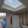Une fenêtre sur le toit de la buanderie permet d'y faire entrer la lumière...