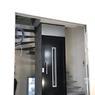 La copropriété dispose désormais d'un ascenseur et l'appartement des derniers étages dispose d'un accès privatif avec une clé.