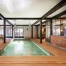 <b>Une maison à Saint-Cloud.</b> Parmi les prestations haut de gamme de cette maison: une piscine intérieure avec sa salle de sport et son sauna.