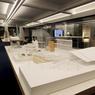 Vue d'ensemble de la salle des maquettes (avec au fond la table consacrée à des projets d'urbanisme).