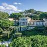 <b>Pour 39 millions. </b>Au sein des Parcs de Saint-Tropez, cette demeure de 600 m² dispose de 12 chambres.