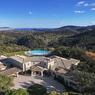 <b>Pour 39 millions.</b> Une propriété de 2000 m² sur 30 hectares de terrain dans la région de Fréjus.