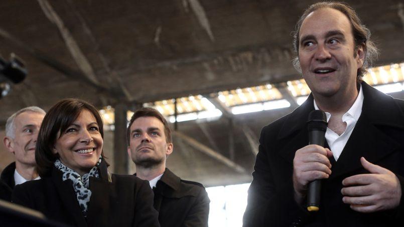 Xavier Niel en compagnie d'Anne Hidalgo et Bruno Julliard, lors de la visite de la Halle Freyssinet dans le XIIIe arrondissement de Paris, lieu de son prochain «méga incubateur numérique».