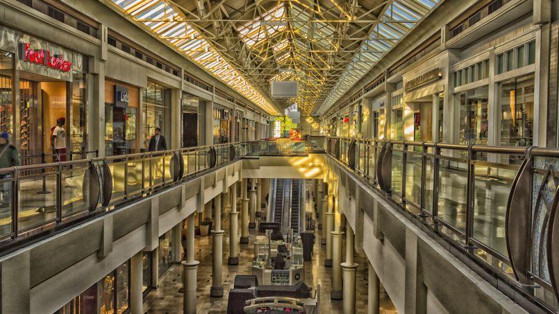 Le «shopping mall» traditionnel, symbole de la consommation dès les années 1960, n'a plus le vent en poupe aux États-Unis. (Crédit: Flickr @ Kool Cats Photography)