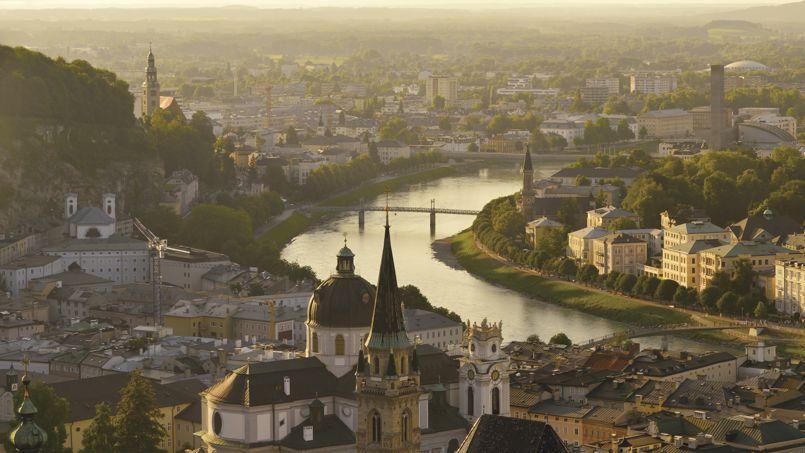 Le nouveau quartier, sur les bords du Rhin s'étalera entre Bâle en Suisse                  <i>(notre photo)</i> et ses voisines allemandes et françaises. Crédit Zorazhuang/iStock