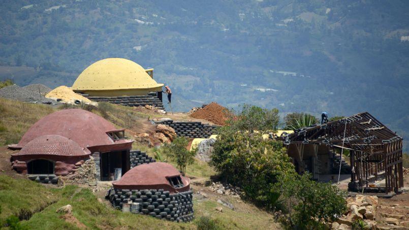 En Colombie, des «igloos» construits avec des pneus usagés