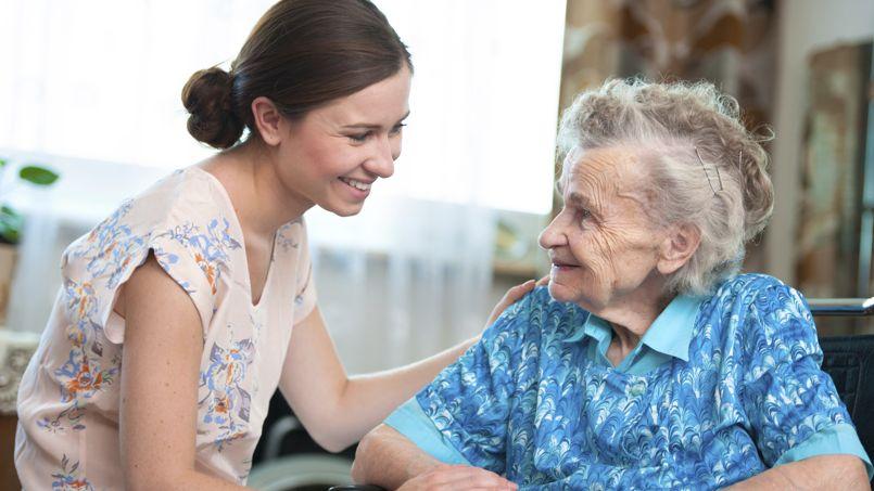 Le coût des services de maintien à domicile ouvre droit à une réduction d'impôt égale à 50% des sommes restant à la charge de la personne âgée, une fois déduites les aides (APA).