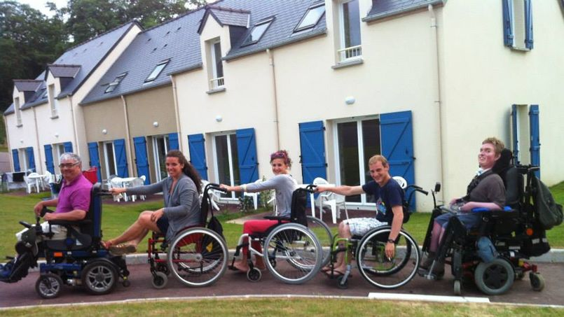 Des résidents des nouvelles maisons partagées à Angers.